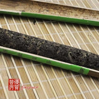 chinese-tea-(green-tea-or-green-puer-tea)-2000-dayi-fragrant-bamboo-tube-tea-4