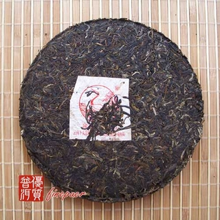 chinese-tea-(green-tea-or-green-puer-tea)-2007-xiaguan-T-8633-iron-discus-tea-cake-2